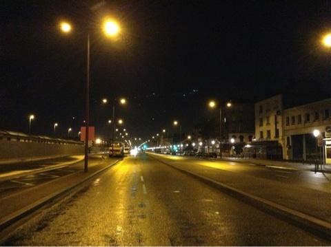 パリ郊外の道路